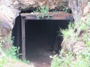 Foto 13 L\'entrata Scavata Nella Roccia