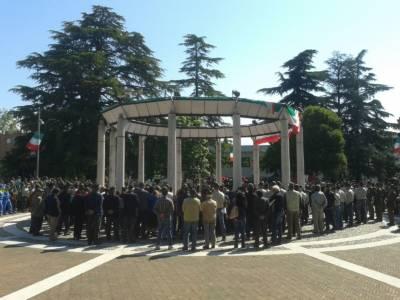 La Folla In Piazza
